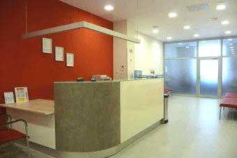 Renommierte Augenklinik im Ausland Polen Breslau. Anerkannte Augenchirurgen bieten preisgünstige Augenoperationen, wie Lasik, Lasek, Epilasik an. Die Augenärzte verfügen über große Erfahrungen auf dem Gebiet der Korrektur von Fehlsichtigkeit mit der Lasermethode.